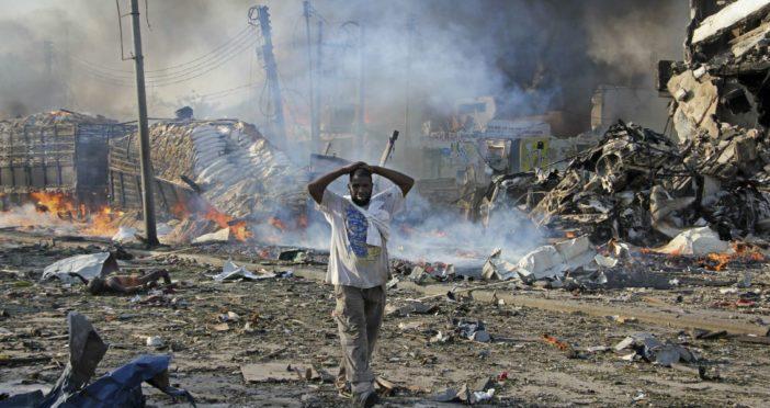 Van 327 muertos por atentado en Somalia; condenas de la ONU y EU