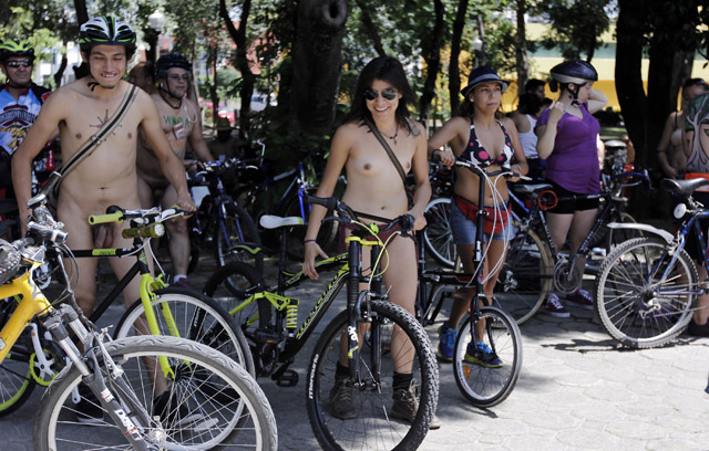 "Anuncian séptima rodada ciclonudista ""World Naked Bike Ride"" en Puebla"