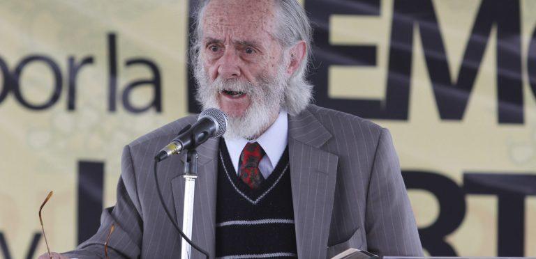 El poeta Enrique González Rojo rechaza premio porque sería entregado por EPN