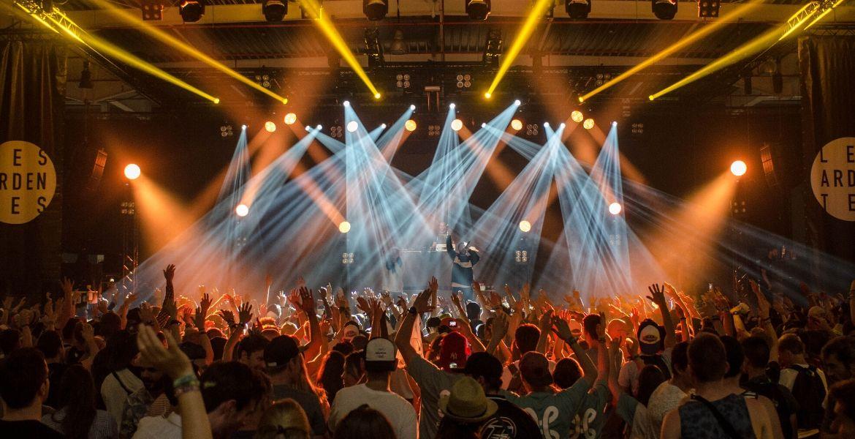 No habrá conciertos ni festivales hasta otoño de 2021, asegura asesor de la OMS