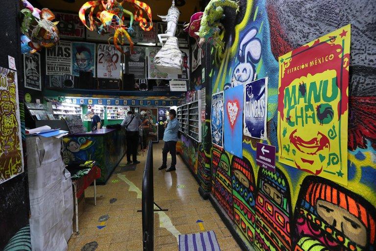 Foro Alicia: la casa del rock mexicano que sobrevive a la pandemia vendiendo afiches y discos