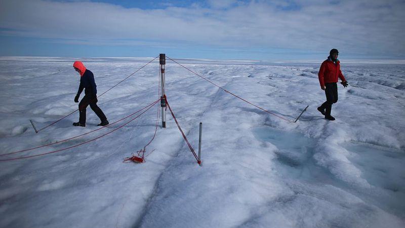 """La """"alarmante"""" lluvia registrada por primera vez en uno de los puntos más altos de Groenlandia"""