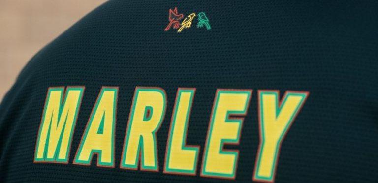 El equipo de futbol Ajax homenajea a Bob Marley con esta camiseta